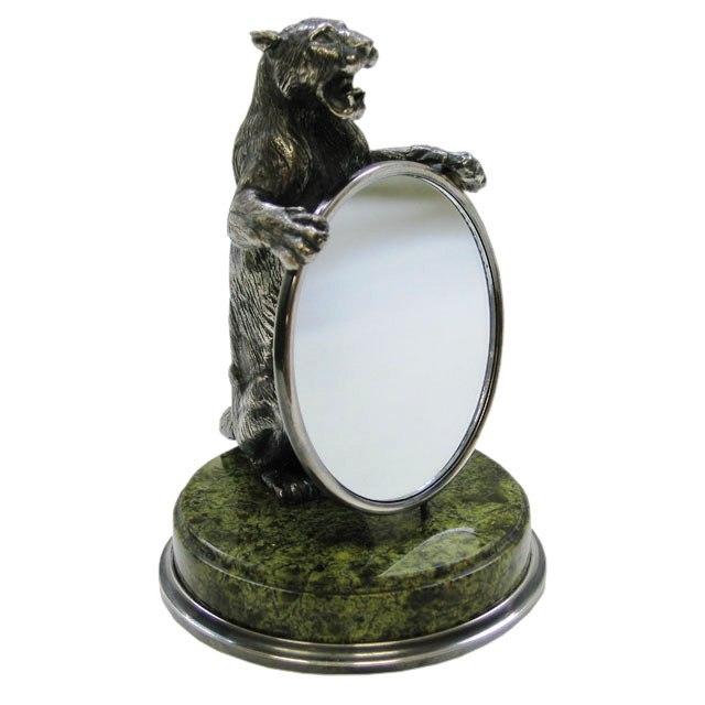 Львица с зеркалом