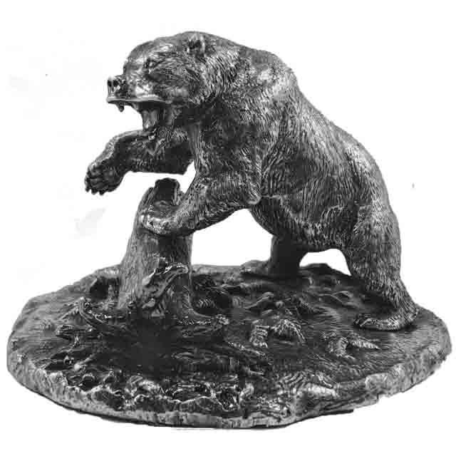 Медведь с корягой