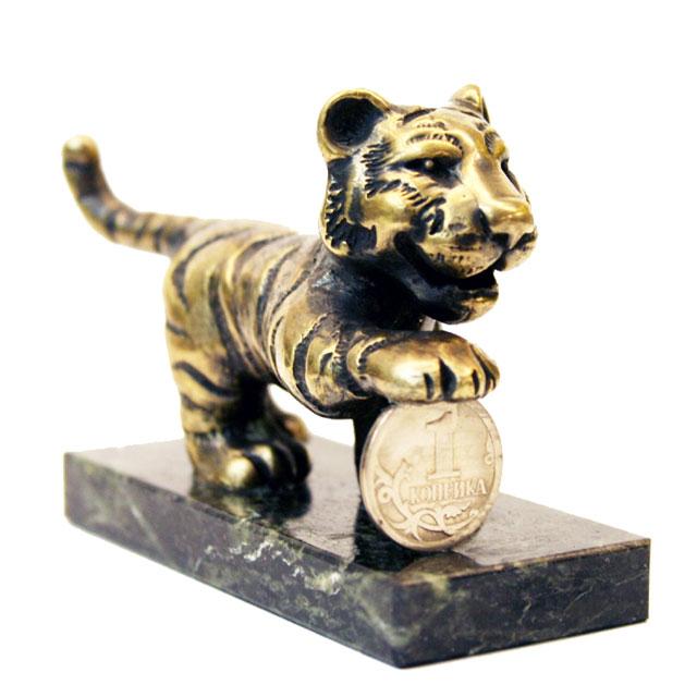 Тигр с монетой